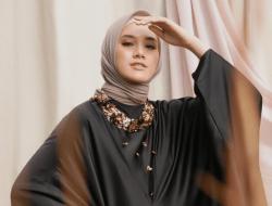 10 Warna Hijab yang Cocok Dipadukan dengan Baju Hitam