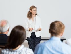 8 Tips Lancar Public Speaking bagi Pemula