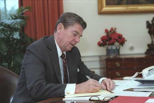 reagan desk writing at www.servetolead.org