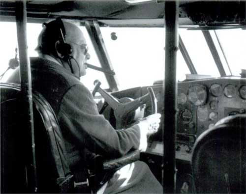 winston churchill pilot plane with cigar at www.servetolead.org