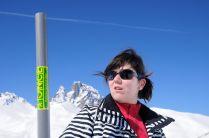 María con la barra de movilidad. Al fondo la impresionante silueta del Pico del Midi D'Ossau.