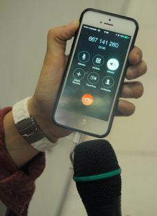 Comprobando el audio del Via Voice de un iPhone.