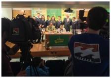 Otra imagen del grupo posando para las cámaras de Aragón TV.