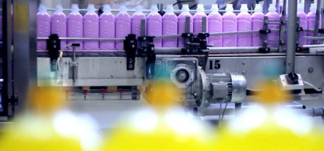 Operator fabrica detergenti