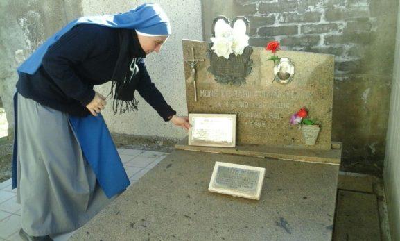 al cementerio a rezar ante la tumba del P. Basilio