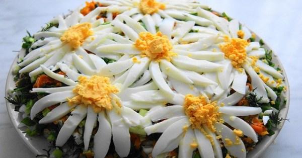 Как красиво украсить салаты