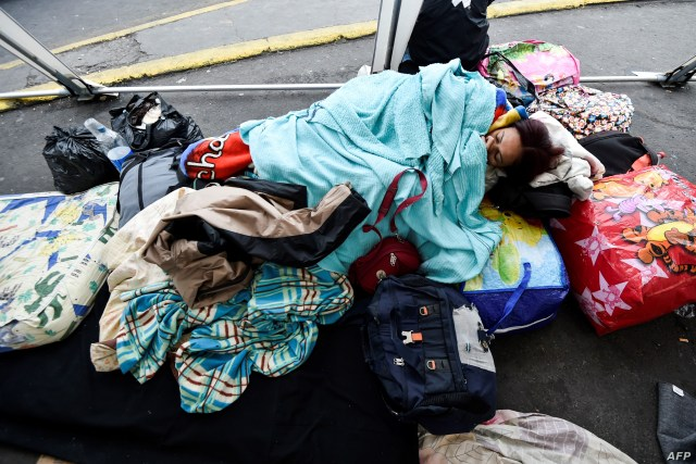 A Venezuelan migrant rests outside the Ecuadorean migrations office at the Rumichaca International Bridge, in the border between Tulcan, Ecuador, and Ipiales, Colombia on August 20, 2018.