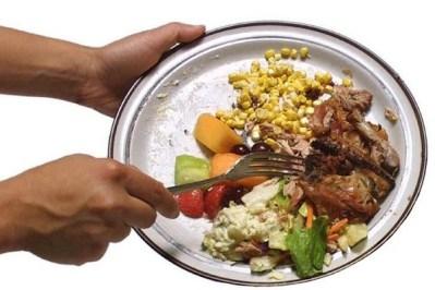 cibo nel bidone Il 54% degli italiani non butta più gli avanzi alimentari