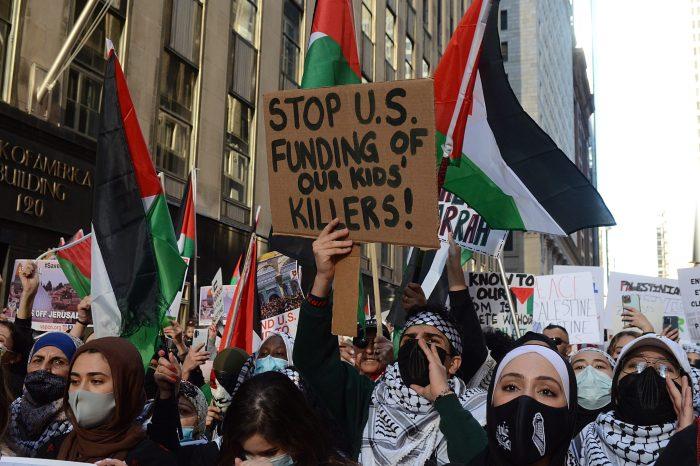 """Biden'ın İsrail'in """"Meşru Müdafaa Hakkı"""" Açıklaması Tepki Çekti"""