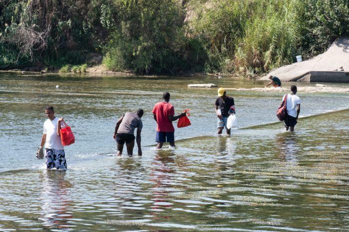 Texas-Meksika Sınırında Haitili Göçmen Krizi