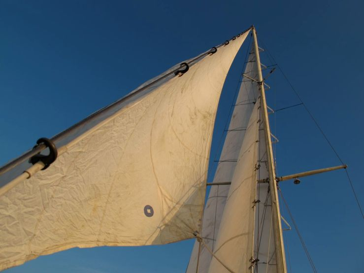 Dreadnought 32 Idle Queen mast and sails