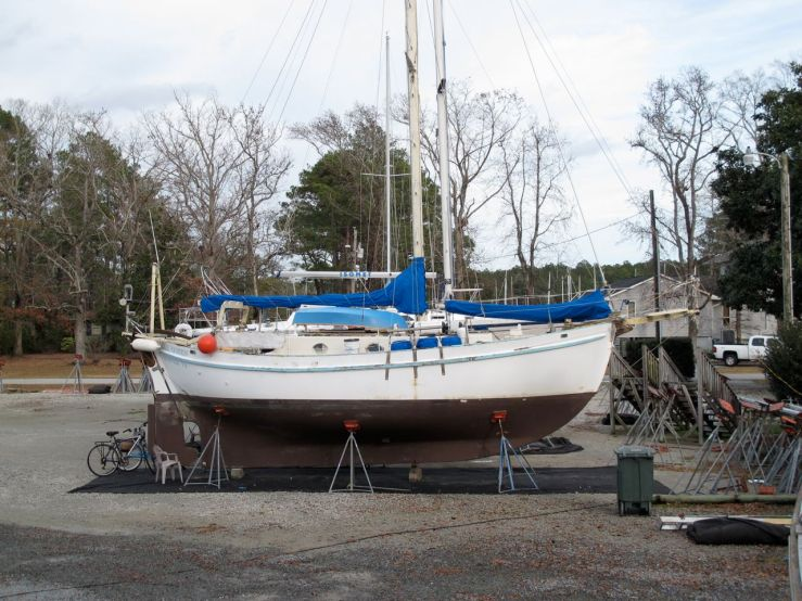 Dreadnought 32 Idle Queen out of the water for maintenance