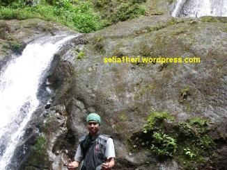 Eksotisme air terjun Dholo, Kediri