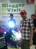 mejeng di Blogger Visit to AHM Factory