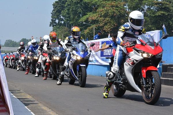 Test ride Yamaha R25 di Sentul International Circuit