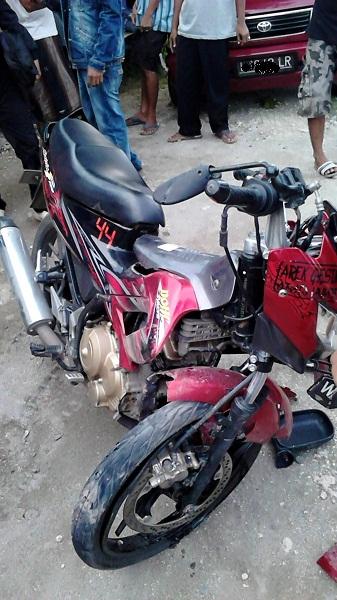 satria fu kecelakaan patah shockbreaker depan di gresik tahun 2015