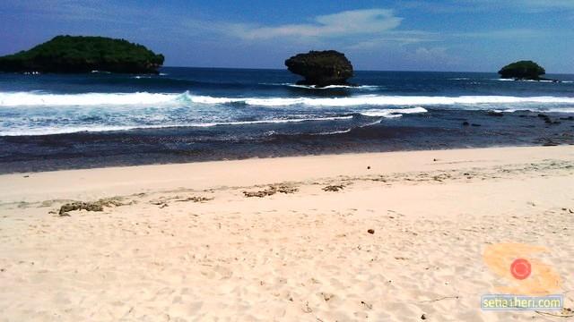 Pantai Srau Pacitan tahun 2015 (12)