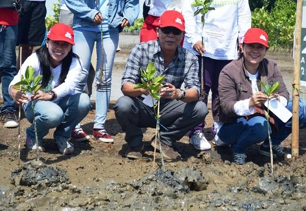 Ratusan Sahabat Satu Hati Tanam 1.000 Mangrove tahun 2015 di Bekasi(2)