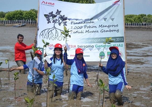 Ratusan Sahabat Satu Hati Tanam 1.000 Mangrove tahun 2015 di Bekasi(4)