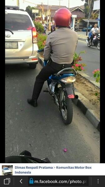 polisi membawa motor tanpa spion dan pla nomor di Lampung