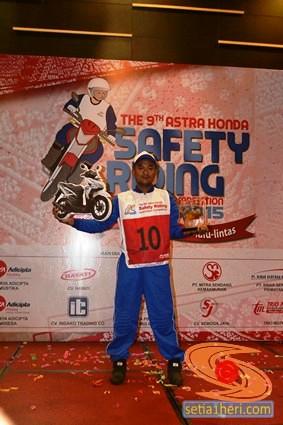 Iskandar dari MD PT. Capella Dinamik Nusantara, Aceh pemenang lomba Astra Honda Safety Riding Instructors Competition tahun 2015