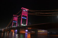 indahnya jembatan ampera di malam hari 2015