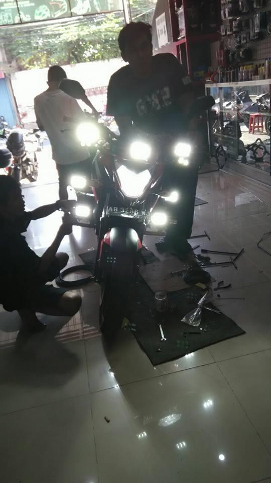 pulsar 200 NS dengan 7 lampu cree