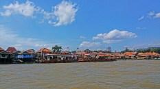 spbu di tengah sungai musi palembang