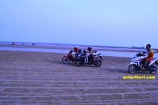 balapan motor di pasir pantai camplong madura