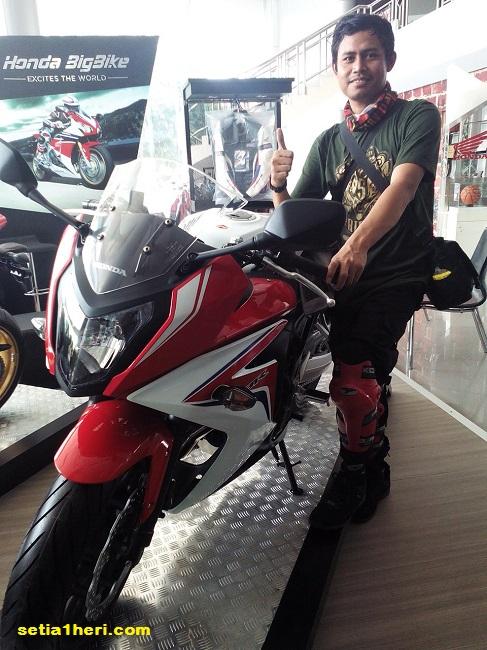 KHS mejeng bersama CBR650F di mpm simpang surabaya