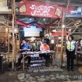 cangkruk bareng kapolda jatim anton setiadji dan kapolresta surabaya yan fitri di angkringan mbah cokro november 2015 (14)