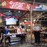 cangkruk bareng kapolda jatim anton setiadji dan kapolresta surabaya yan fitri di angkringan mbah cokro november 2015 (15)