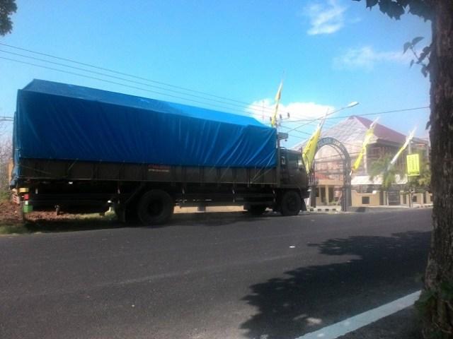 truk yang diduga melindas motor vario warga babakbawo dukun gresik november 2015