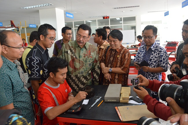 MOU PT MPM dengan SMK TSM di Jawa Timur tahun 2015 (1)