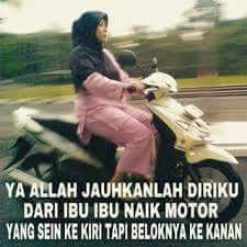 emak-emak lagi gak jelas naik motor