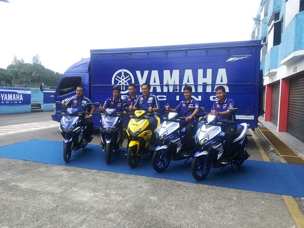 Divisi Motorsport PT YIMM dan tiga rider Yamaha Indonesia dengan motor modifikasi Aerox 125LC dan paddock bike Aerox 125LC Yamaha Racing Indonesia Team 2016