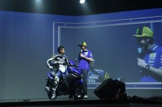 Valentino Rossi bersama pembalap Yamaha dengan Yamaha Aerox di Bali tanggal 26 Januari 2016