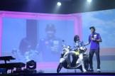 Valentino Rossi bersama pembalap gadis dengan Yamaha Fino 125 di Bali tanggal 26 Januari 2016