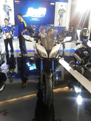 Yamaha MT-09 Tracer di booth Yamaha di Indonesia International Motor Show (IIMS) 2016 (3)