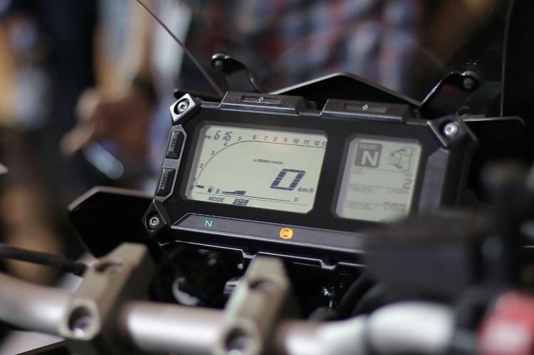 Yamaha MT-09 Tracer di booth Yamaha di Indonesia International Motor Show (IIMS) 2016 (9)