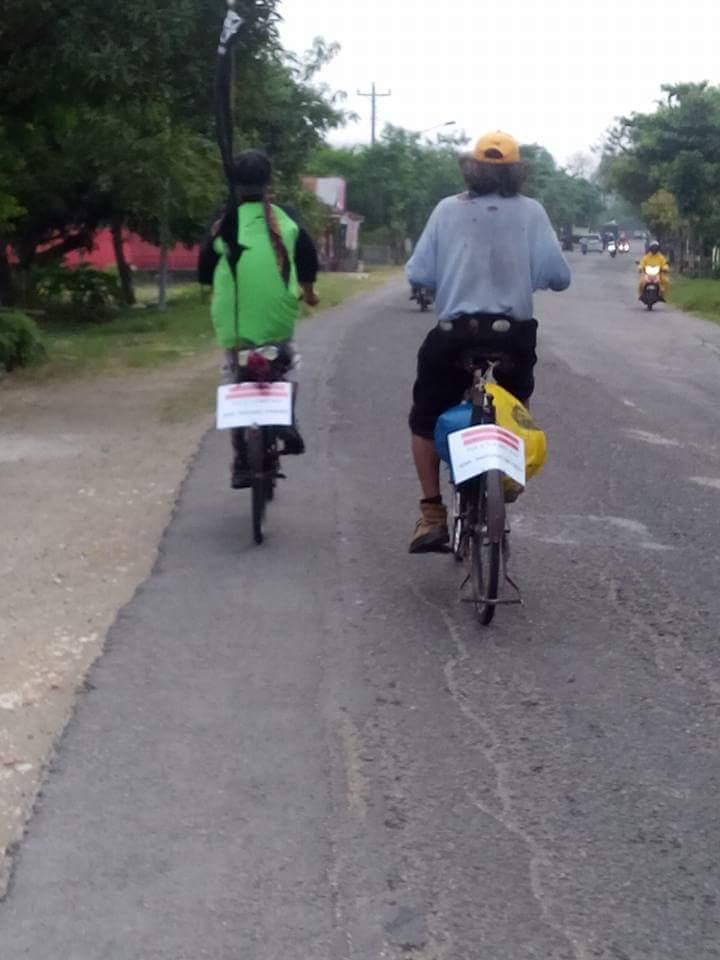 gowes sepeda tua dari Tuban menuju Bandung dalam rangka kongres sepeda tua tahun 2016