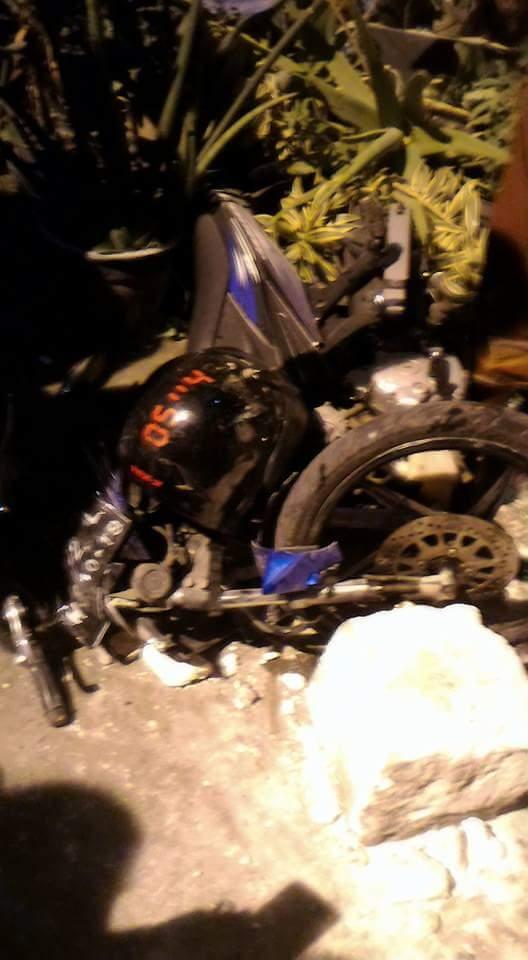 kecelakaan mobil avanza menabrak warung  dukun gresik