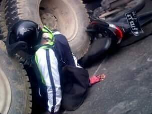 kecelakaan di dekat tol bunder akibat trabas lampu merah tanggal 1 juni 2016~02