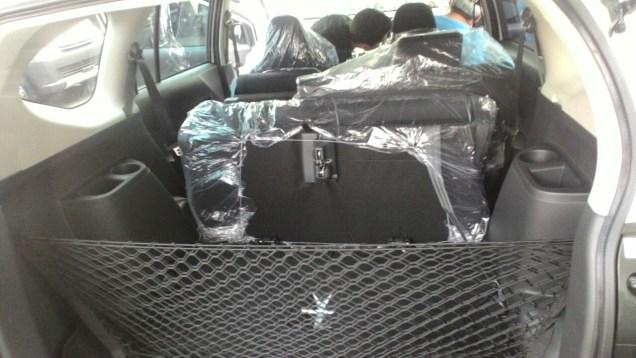 Gambar detail dilipat Daihatsu Sigra Tipe R MT Deluxe warna putih (kasta tertinggi)