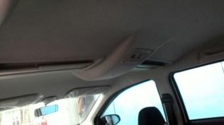 Gambar detail kabin Daihatsu Sigra Tipe R MT Deluxe warna putih (kasta tertinggi)