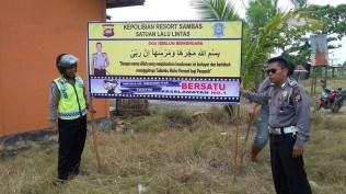 kampanye-keselamatan-berkendara-yang-uni-dan-kocak-dari-polres-sambas-kalimantan-barat-tahun-2016-6