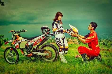 Tersemai Cinta Diatas Motor Trail Kerenn Brosis Penuh Gambar