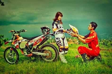 Tersemai cinta diatas motor trail...kerenn brosis (penuh gambar)