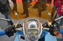 Honda scoopy velg 12 inch tahun 2017 modifikasi playful white blue (21)