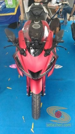 gambar detail all new yamaha r15 v3 tahun 2017 warna merah (5)